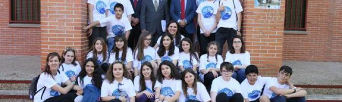 El IESO con el consejero Ángel Felpeto en la clausura de la II Muestra de Teatro Escolar Princesa Galiana, 5/5/18
